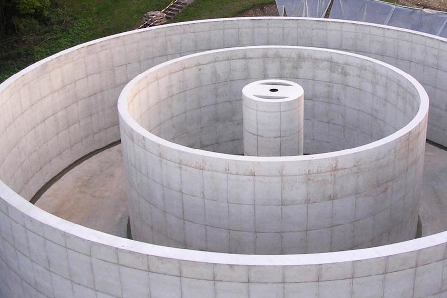 Ein Behälter aus Beton