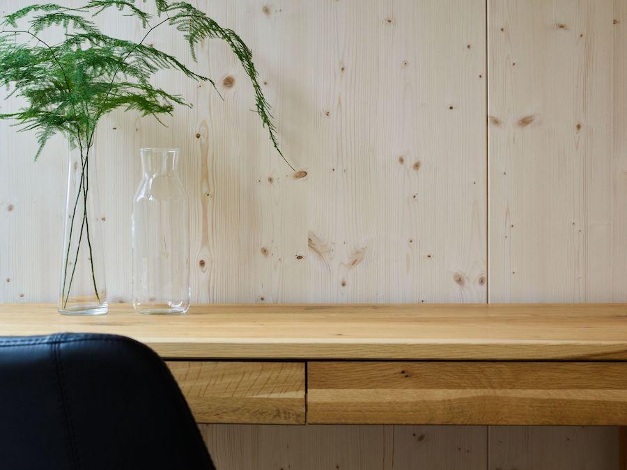 Eine Ablagefläche aus Holz