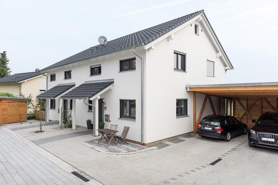 Doppelhaus in weiß