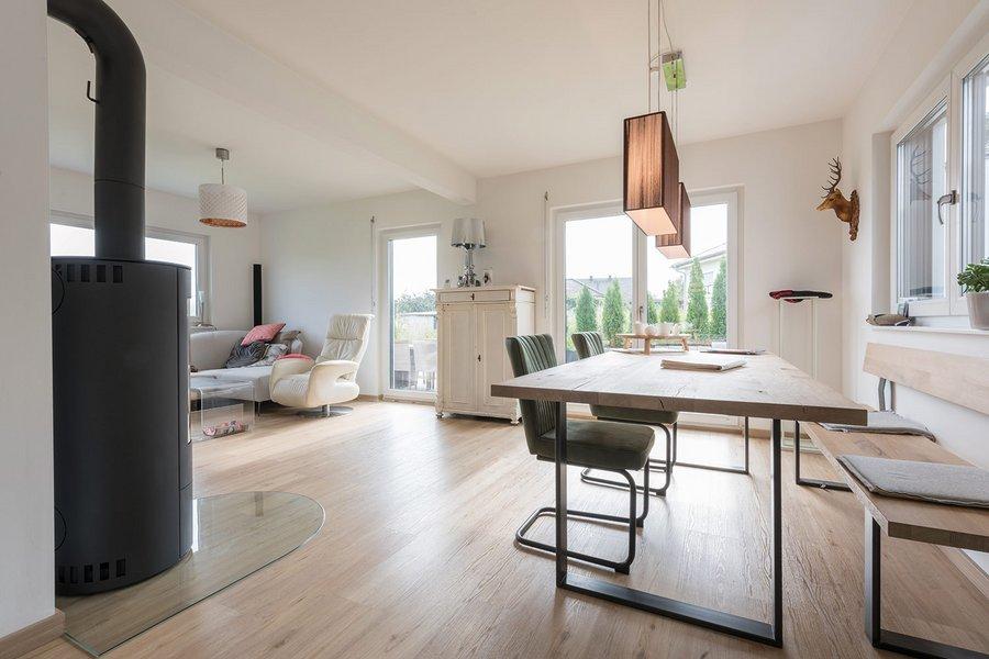 Ein Wohnzimmer in einem Doppelhaus